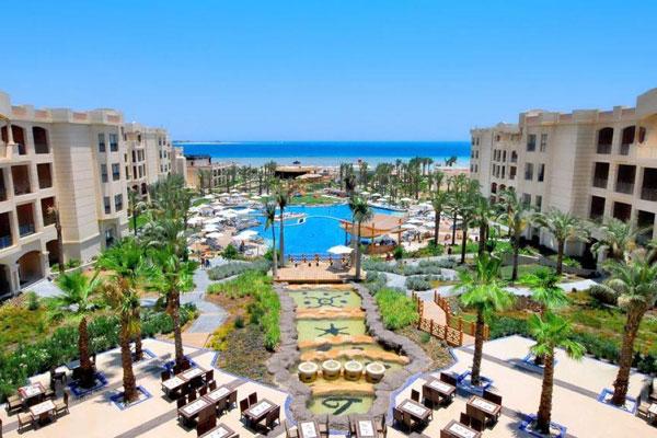Hotel Tropitel se alazi u Sahl Hasheesh na svojoj plaži, oko 11 km od aerodroma